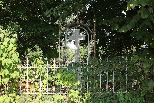 Kaplica na cmentarzy w Smogorzowie - grób pierwszych biskupów śląskich